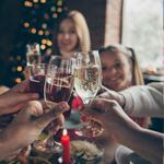 B) Bebidas alcoólicas/não alcoólicas para agradar aos adultos e crianças