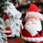D) Gosto de dar um toque natalino em todos os cantinhos da casa: da entrada à cozinha, passando pelas cadeiras e almofadas do sofá